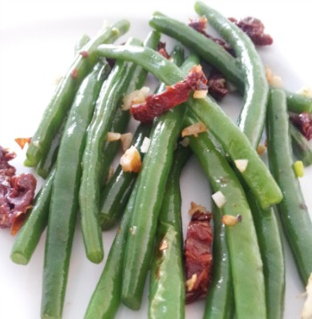Green beans with sundried tomatoes & brazil nuts